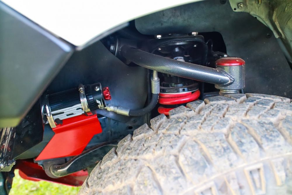 VMN Red Springs Remote Reservoir Suspension kit with Leaf Springs, Greasable shackles, bushes and pins to Suit Hilux 2015 and on (N80, GUN, Revo)