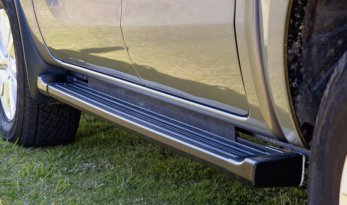 VMN's aluminum sidesteps offers airbag compatibility while providing a safety passage for passengers to enter, exit, loading, and unloading items in your vehicle and roof rack.