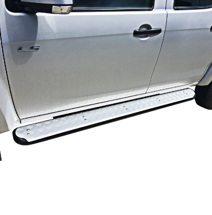VMN offers 4x4 steel side steps to aid you and your passengers while going in and out of your vehicle