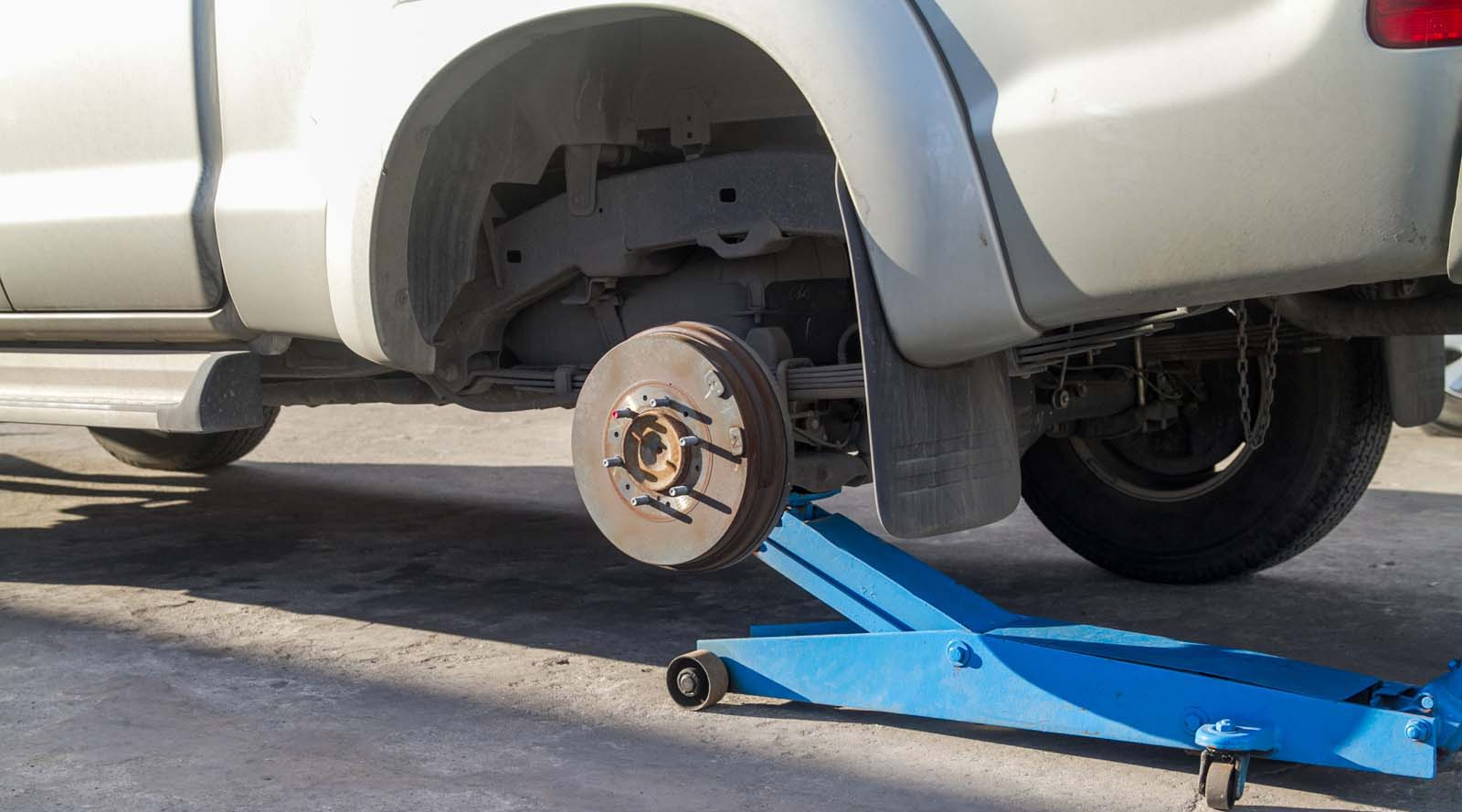 What Tools Do I Need To Lift My Ute?